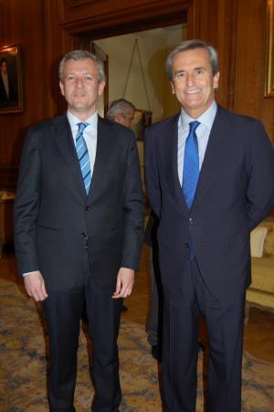 El vicepresidente de la Xunta, Alfonso Rueda, en el encuentro que mantuvo con el embajador de España en Argentina, Román Oyarzun