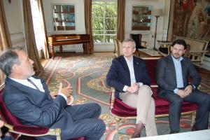 Alfonso Rueda e Antonio Rodríguez Miranda con Roberto Varela, embaixador de España en Uruguai.