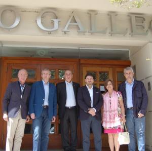 O vicepresidente da Xunta e o secretario xeral da Emigración coa colectividade galega de Mar del Plata
