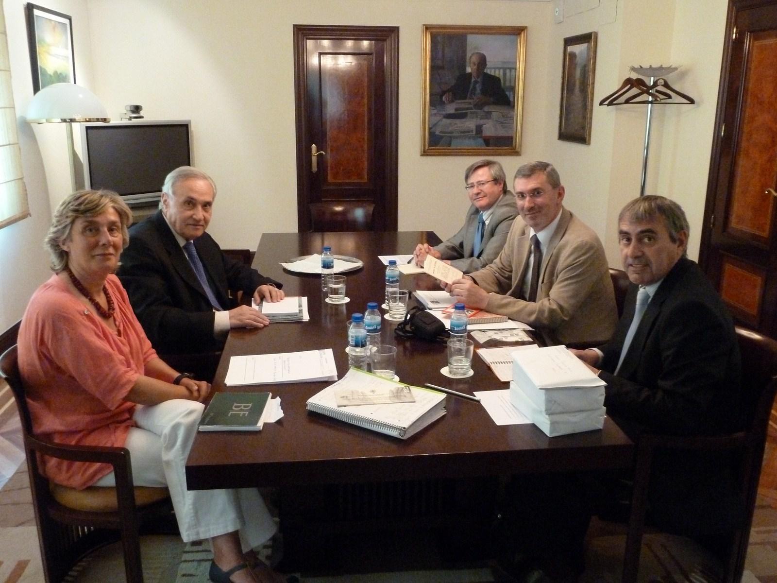 La casa de galicia en madrid colabora con la universidad for Profesores exterior