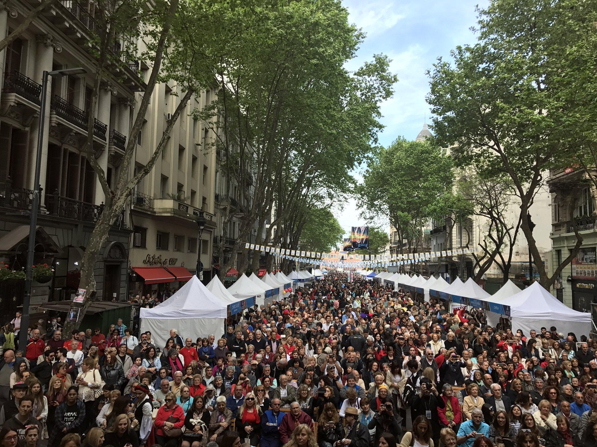 Miles de galegos e galegas congregáronse para celebrar os actos de conmemoración no que se fai un recoñecemento especial á comunidade galega asentada no país arxentino