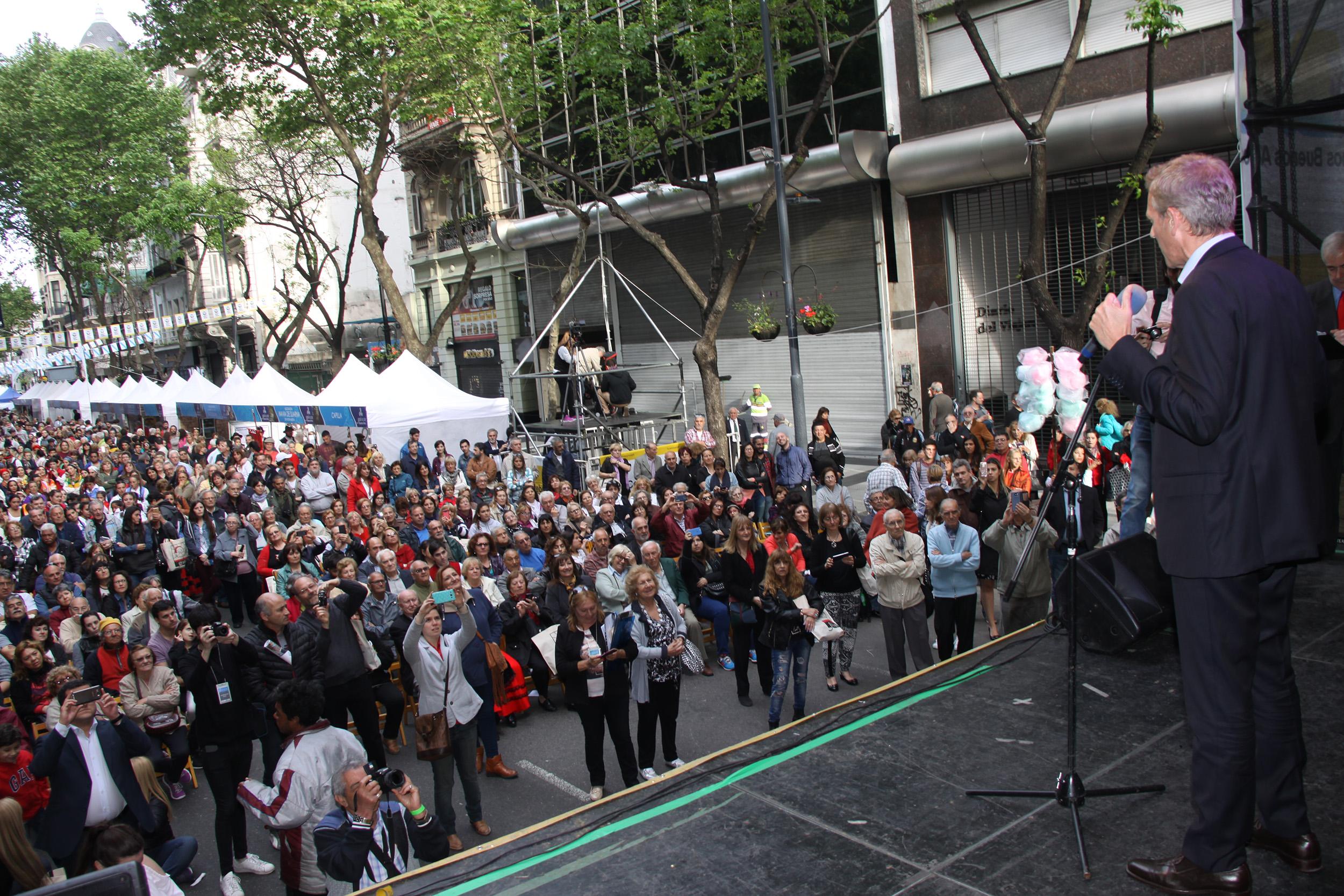 """Las 'compostelas' fueron entregadas a los chicos y chicas participantes en el programa puesto en marcha por el gobierno gallego """"Conecta con Galicia 2017"""""""