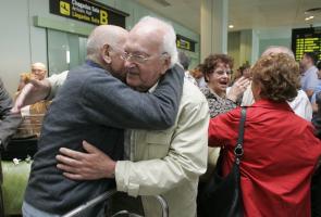 Foto de la llegada a Galicia de las y los participantes en la edición de 2011 en el programa de 'Reencontros na Casa' de la Secretaría Xeral da Emigración de la Xunta de Galicia.