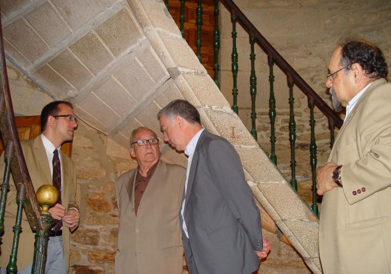 Anxo Lorenzo visitando o convento de San Domingos de Bonaval