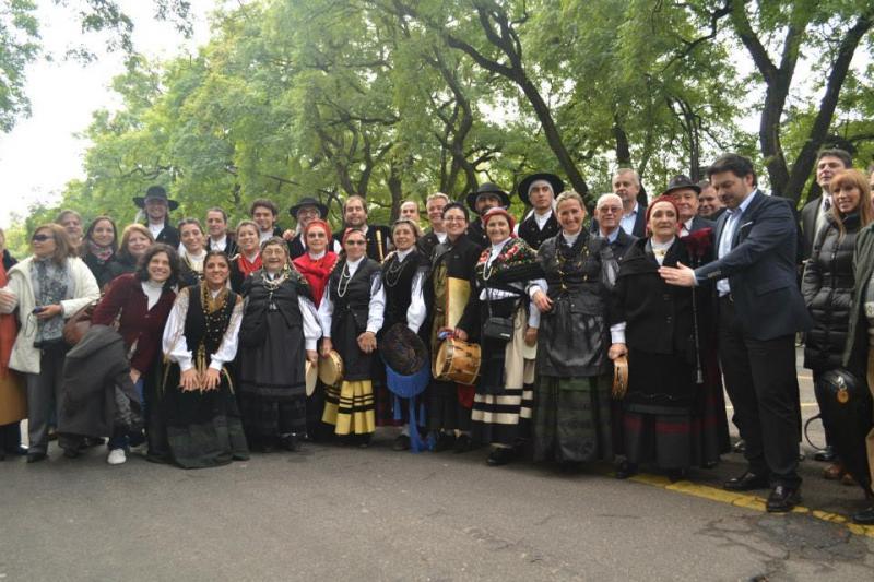 El acto de homenaje a Rosalía congregó a muchos gallegos y gallegas residentes en la tercera ciudad más poblada de la Argentina