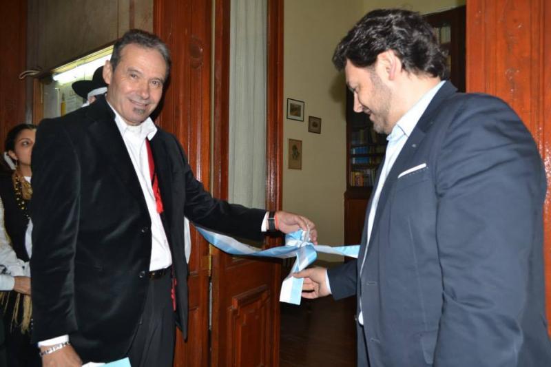 El presidente de la entidad y el secretario xeral da Emigración en el acto de reinauguración de la biblioteca del Centro Gallego