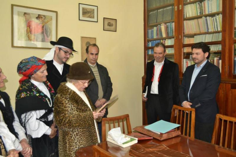 Imagen del acto de reinauguración de la biblioteca del Centro Gallego en la ciudad cuna de la bandera argentina