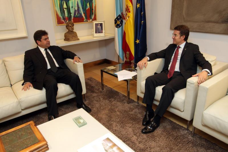 O presidente da Xunta, no encontro que mantivo co embaixador de Cuba en España. Foto: Conchi Paz