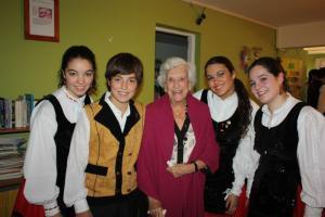 Imaxe dalgúns e dalgunhas integrantes da entidade galega na capital da República de Chile. Foto: www.sonsdagaliza.com