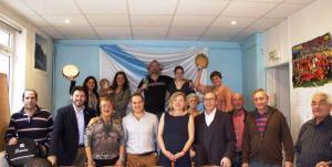 O secretario xeral da Emigración coa xunta directiva e socios e socias da Casa de Galicia de París