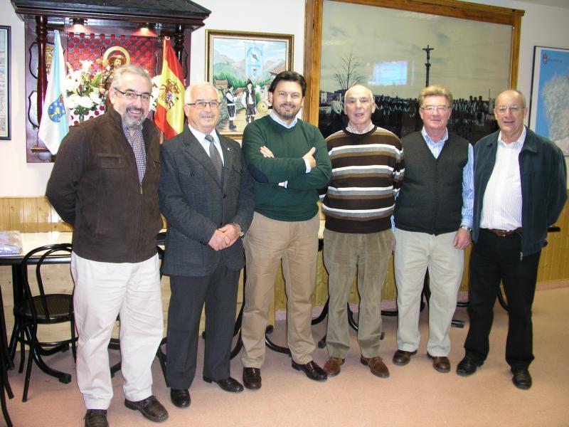 Rodríguez Miranda coa directiva da Xuntanza de Galegos en Alcobendas