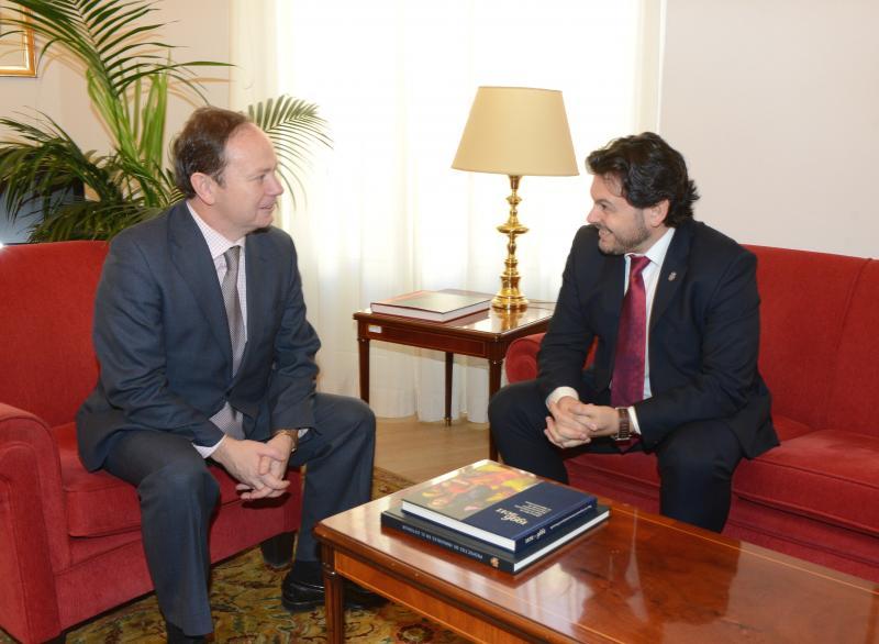 O secretario xeral da Emigración, Antonio Rodríguez Miranda, e o director xeral de Españois no Exterior e de Asuntos Consulares e Migratorios, Cristóbal Valdés durante a reunión celebrada en Madrid