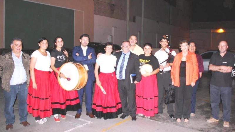 El secretario xeral da Emigración con las socias y socios del Centro Gallego del Perú, que visitó antes de su viaje a Chile