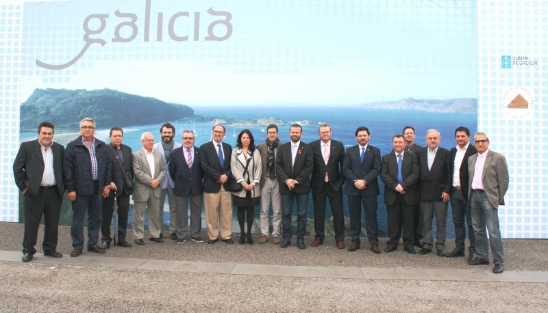 Miranda junto Juan Carlos Maneiro, secretario general del Mar, y otras autoridades. Foto cedida por DGRI / Generalitat de Catalunya.