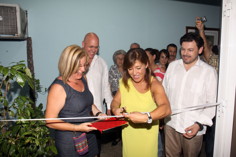 A conselleira de Traballo e Benestar e o secretario xeral da Emigración inauguraron a mostra 'Nós mesmos'