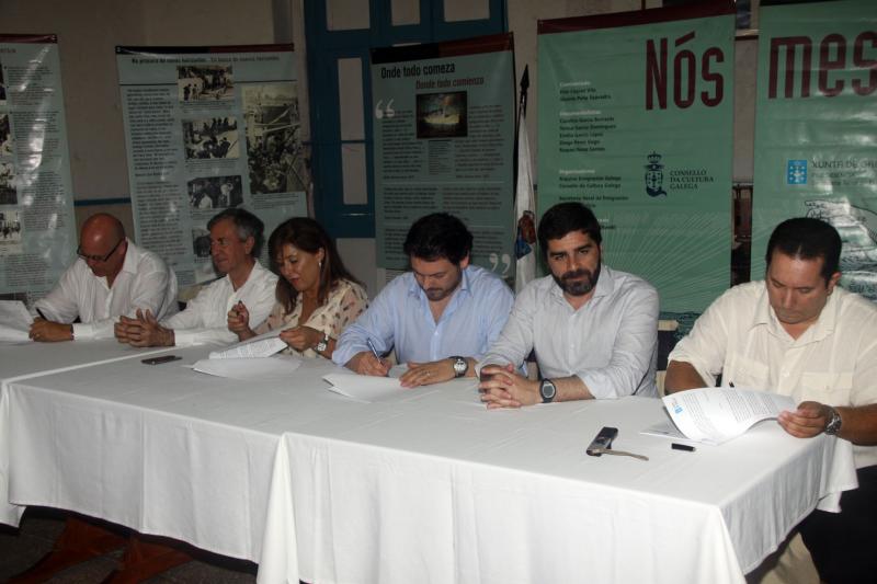 Na foto, momento da sinatura do convenio de colaboración para a posta en marcha dun Centro de día
