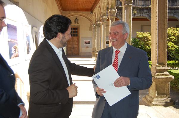 Na imaxe, o secretario xeral da Emigración e o reitor da Universidade de Santiago de Compostela o día do comezo da xuntanza da Comisión Delegada do CCG