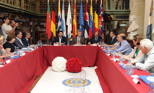 O vicepresidente da Xunta Alfonso Rueda, e o secretario xeral da Emigración, Antonio Rodríguez Miranda participaron hoxe no acto de clausura da xuntanza anual da Comisión Delegada do Consello de Comunidades Galegas