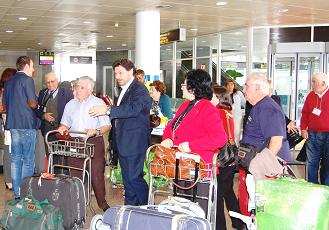O secretario xeral da Emigración recibiu ás e aos participantes no programa 'Reencontros na Casa 2014' que chegaron esta mañá á Coruña