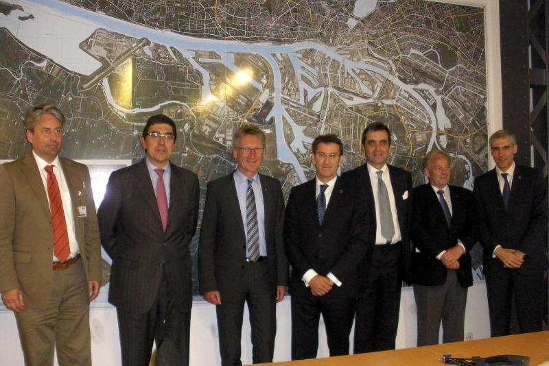 El presidente de la Xunta ha visitado esta tarde el puerto de Hamburgo y se ha reunido con el director de este organismo, Wolfgang Hurtienne