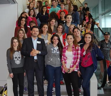O secretario xeral da Emigración achegouse esta mañá ao aeroporto compostelán de Lavacolla para recibir aos primeiros mozos e mozas participantes en 'Conecta con Galicia' 2014