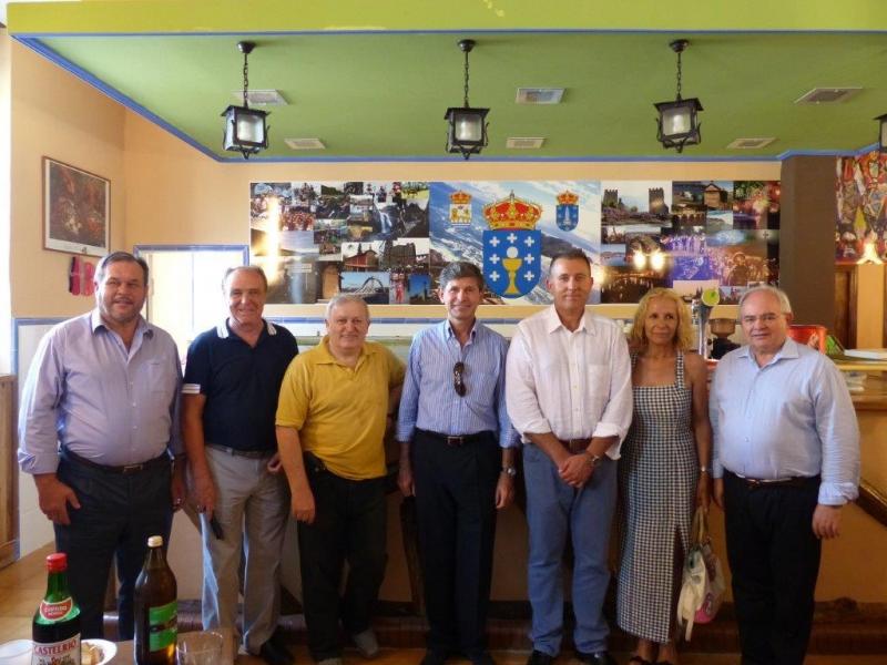 En el centro, Juan Alfonso Bataller, alcalde de Castellón y, a su derecha, el presidente del Centro Galego