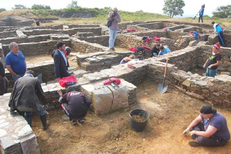 Miranda percorreu a excavación na que están a traballar as mozas e mozos galegos da diáspora
