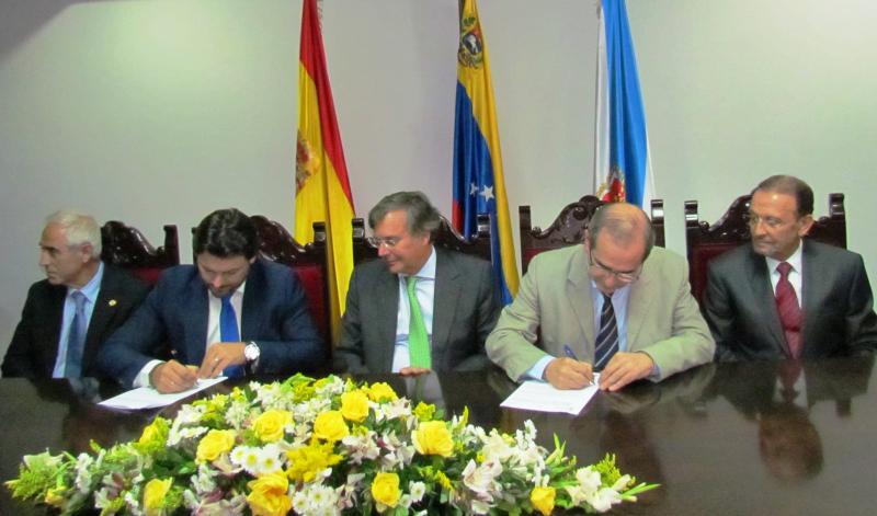 Imagen de la firma de la adenda al acuerdo de la Secretaría Xeral da Emigración con la Fundación España Salud para reforzar la asistencia de la población gallega residente en Venezuela