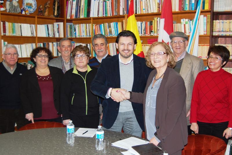 Imagen de la reunión del secretario xeral da Emigración con la colectividad gallega en el Club Hispano de Toronto, que preside la gallega Josefina Torre