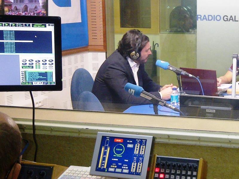 Foto de arquivo de Miranda nos estudios da Radio Galega