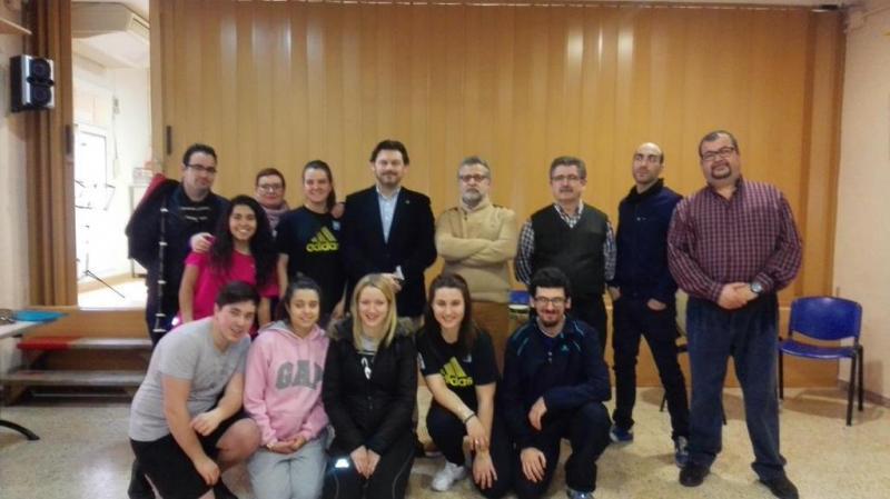O secretario xeral da Emigración con integrantes da entidade galega en Santa Coloma de Gramenet