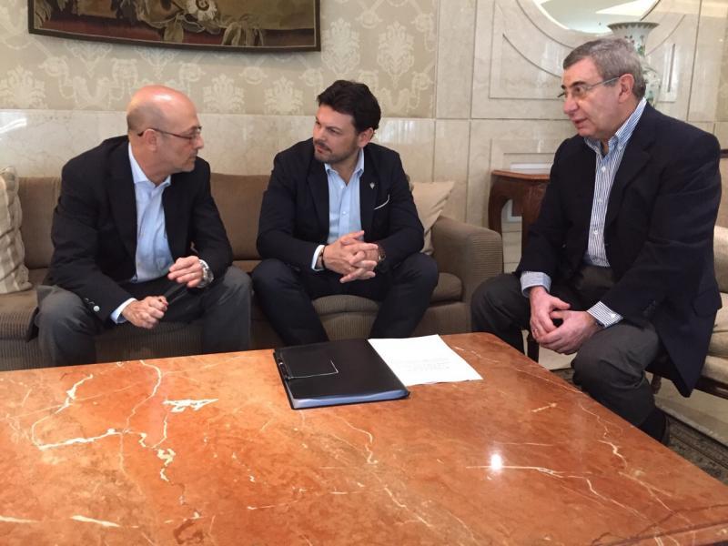 Antonio Casas (Secretario da Conselleria de MEYSS en Río) Antonio Rodríguez Miranda e Pablo Figueroa Conselleiro do MEYSS en Brasil