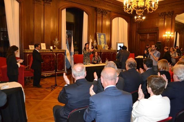 La presidenta del Parlamento de Galicia, durante el acto en el que fue distinguida como 'Huésped de Honor' del Parlamento de la Ciudad Autónoma de Buenos Aires