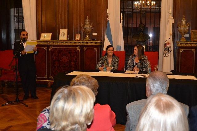 A presidenta do Parlamento de Galicia, durante o acto no que foi distinguida como 'Hóspede de Honra' do Parlamento da Cidade Autónoma de Bos Aires