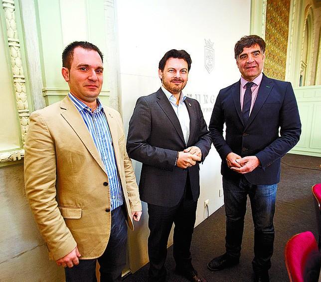 De esquerda a dereita: Ángel Ferreiro Sarmiento, Antonio Rodrguez Miranda e Fernando Gómez Augado. Foto: Diario de Burgos