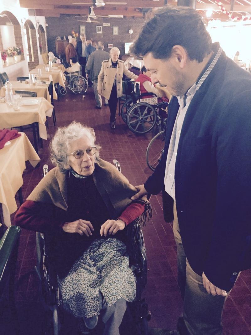 O secretario xeral da Emigración estivo este xoves cos e coas maiores do Hogar Gallego para Ancianos de Domselaar