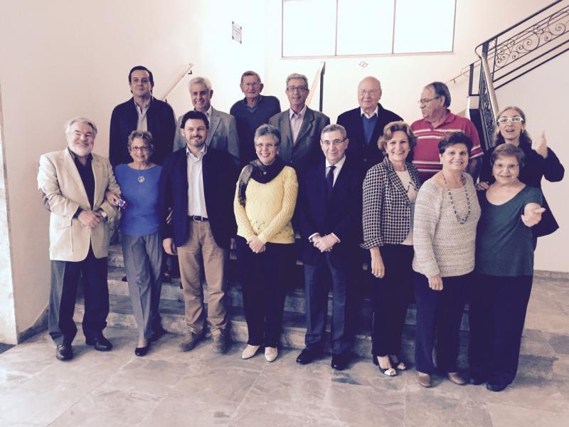 Na imaxe, o secretario xeral da Emigración con socios e socias da entidade galega na capital paulista