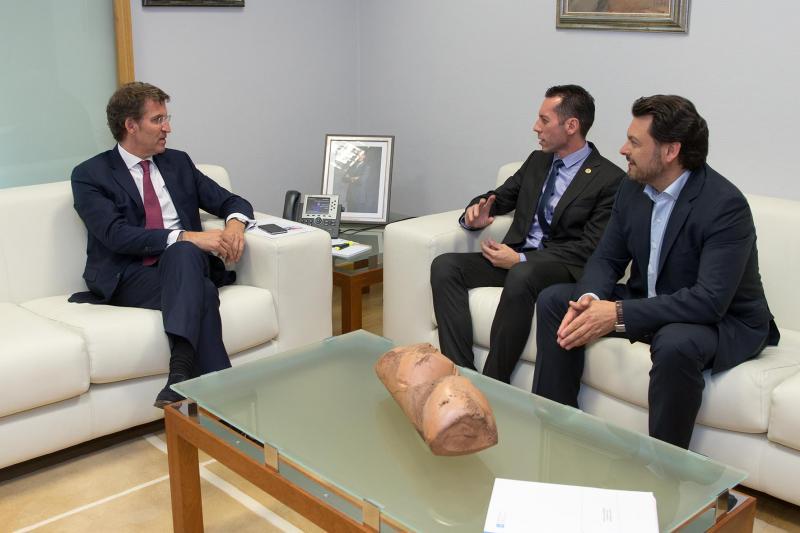 Feijóo, González e Miranda durante a xuntanza que tivo lugar hoxe en Santiago de Compostela