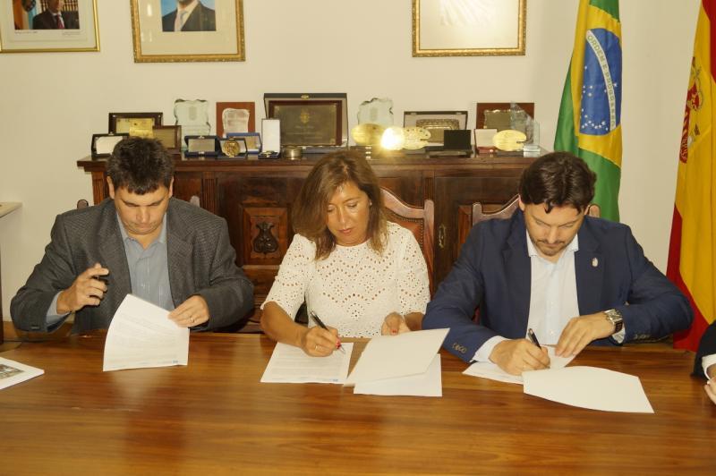 Foto da viaxe da conselleira de Traballo e Benestar e o secretario xeral da Emigración ao Brasil