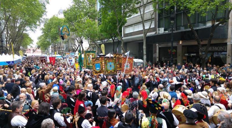 A Avda. de Mayo da Capital Federal arxentina, ateigada de xente