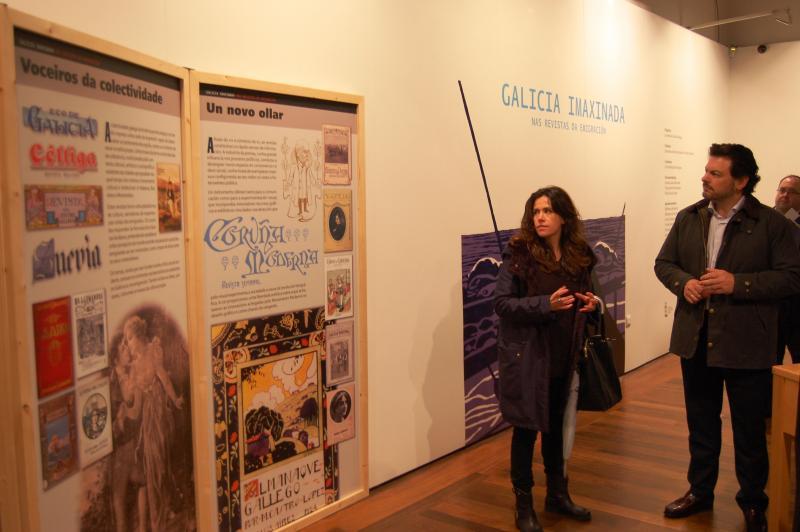 Na vista á mostra, Chus Martínez, comisaria da exposición, e Antonio Rodríguez Miranda, secretario xeral da Emigración