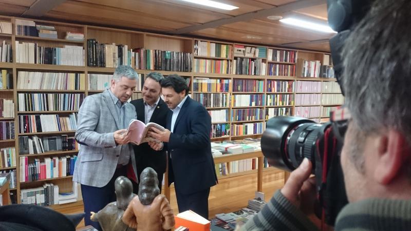 Valentín García,  Manoel Carrete y Antonio Rodríguez Miranda durante la presentación del libro