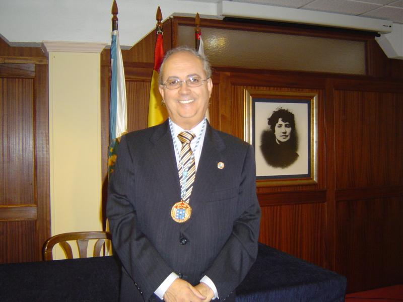 Na imaxe, o presidente do Centro Galego da capital cántabra