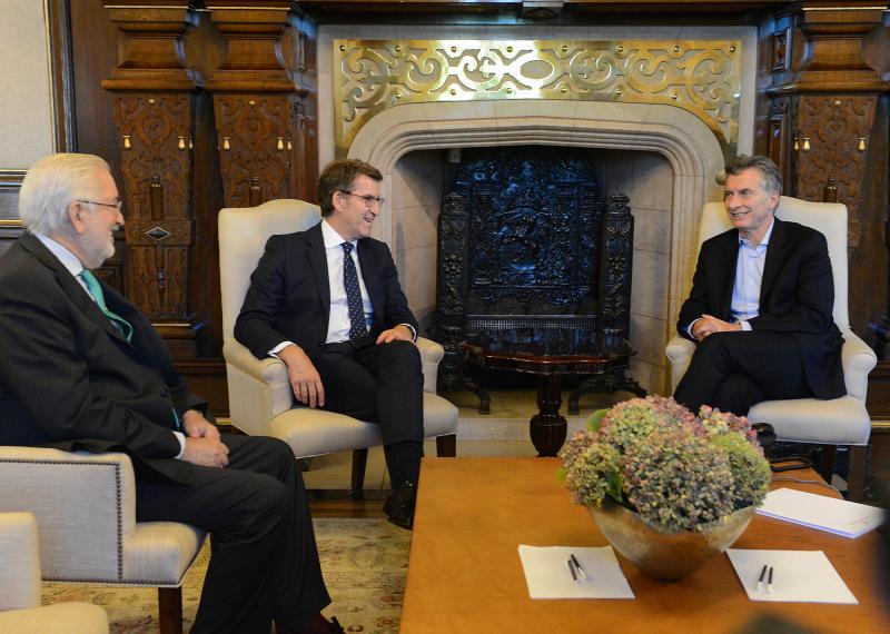 El titular de la Xunta mantuvo esta tarde una audiencia con el presidente de Argentina, Mauricio Macri, en la que también estuvieron presentes el secretario de Asuntos Estratégicos del país y el embajador de España