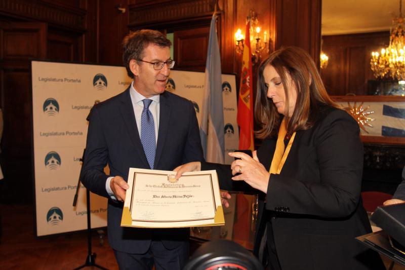 El titular de la Xunta recibió el título de Huésped de Honor de Buenos Aires