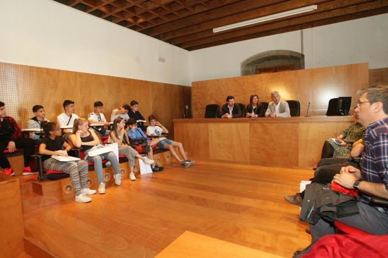 Imaxe do encontro desta tarde en Compostela cos rapaces e rapazas estudantes de galego no Cañada Blanch de Londres