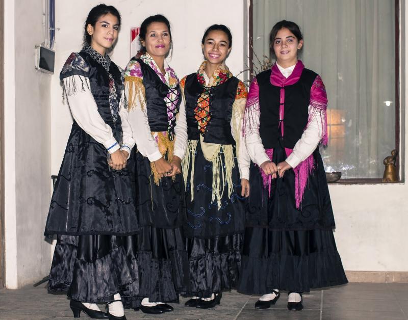 O grupo de baile Anduriñas tamén participou no acto