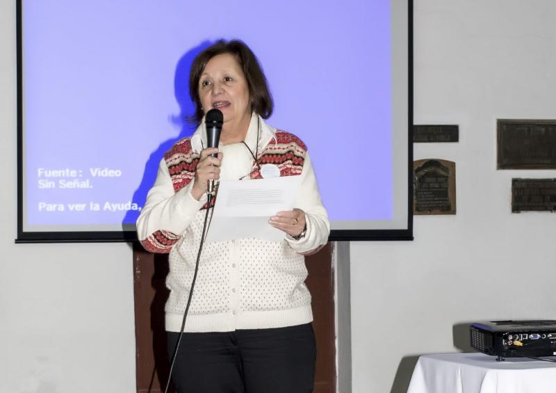 Teresa Roldán Suárez e Ester Yapur leron poemas dos homenaxeados