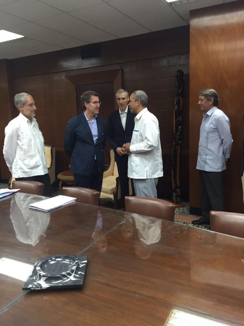 """O titular da Xunta expresou, na apertura do Foro Económico Cuba-Galicia, o seu convencemento de que """"ao igual que en Galicia estamos convencidos de que imos polo bo camiño, observamos tamén que Cuba vai polo bo camiño"""""""
