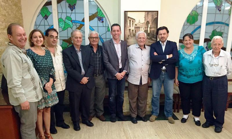 Imaxe da reunión do secretario xeral da Emigración cos e coas representantes das sociedades galegas na capital venezolana